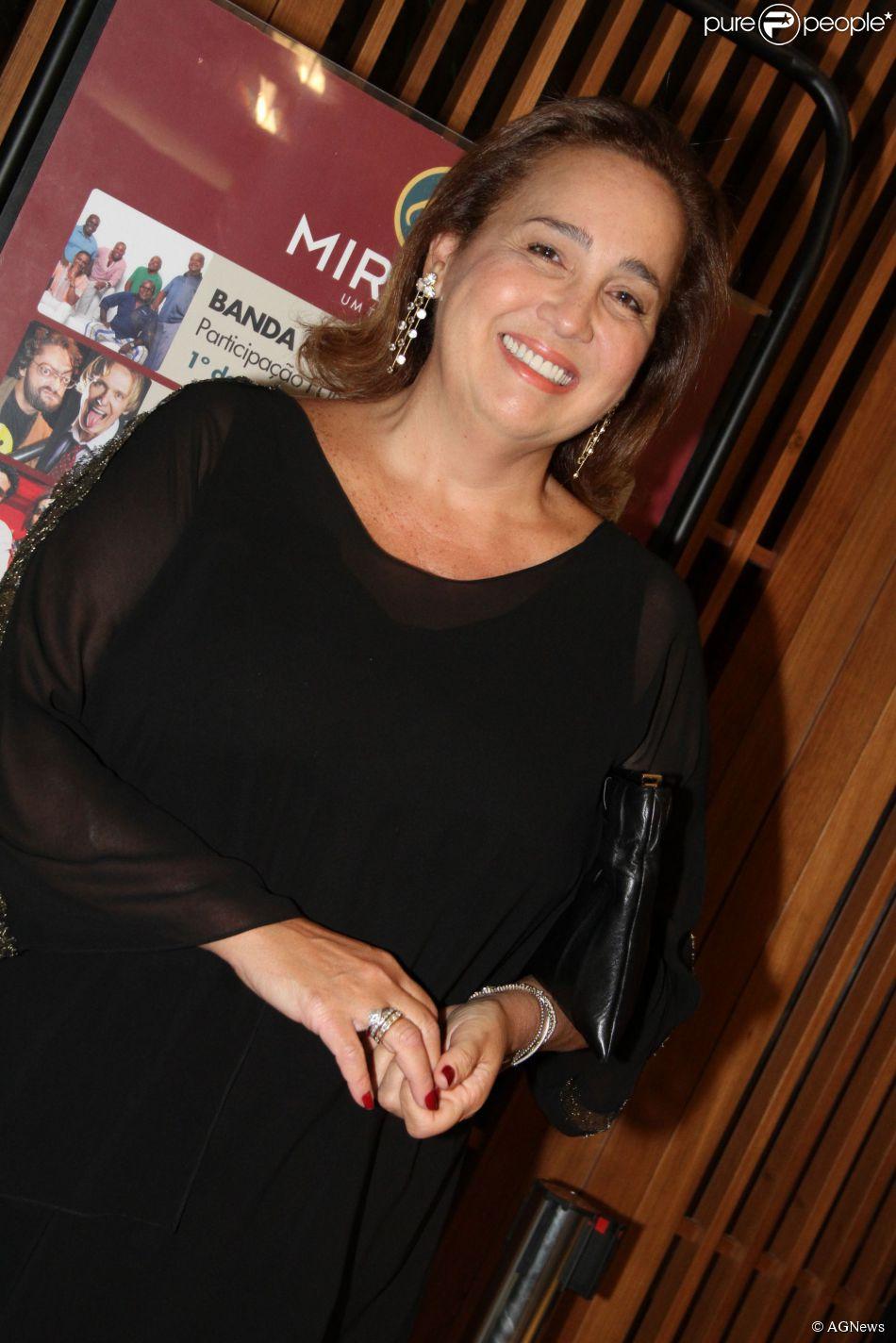Claudia Jimenez falou com bom humor para a colunista Patricia Kogut, do jornal 'O Globo' desta sexta-feira, 7 de fevereiro de 2014, sobre os problemas de coração que tem enfrentado: 'Gastei meu coração com muita bobagem, não me admiro de ele estar pedindo ajuda'