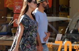 Grávida, Alinne Moraes exibe barriga de 6 meses durante passeio com o namorado