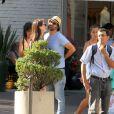 Grávida de seis meses, Alinne Moraes passeia com o namorado, Mauro Lima, em Ipanema, Zona Sul do Rio de Janeiro, nesta sexta-feira, 7 de fevereiro de 2014