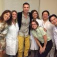 Na mensagem postada em sua rede social, o cantor agradeceu à equipe médica e disse que a foto fará parte da sua biografia