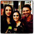Tatá Werneck posa ao lado de Ana Carolina, vencedora de Melhor Cantora, e do ator Murilo Rosa
