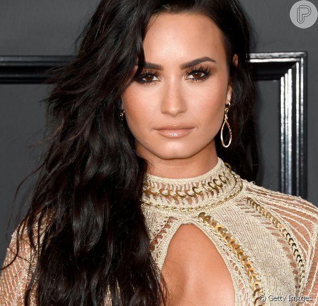 """Demi Lovato foi vista dando beijo no namorado, Guilherme """"Bomba"""", em um clique postado no Instagram do lutador, em 1º de março de 2017. Veja abaixo!"""