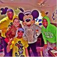 Thiago Martins passou duas semanas na Disney com amigos, entre eles, o produtor Léo Fuchs e seu irmão, Carlos André