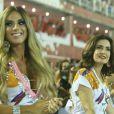 Fátima Bernardes e Nicole Bahls curtiram o desfile das campeãs