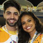 Aline Dias volta à Sapucaí após acidente durante desfile e assiste as campeãs