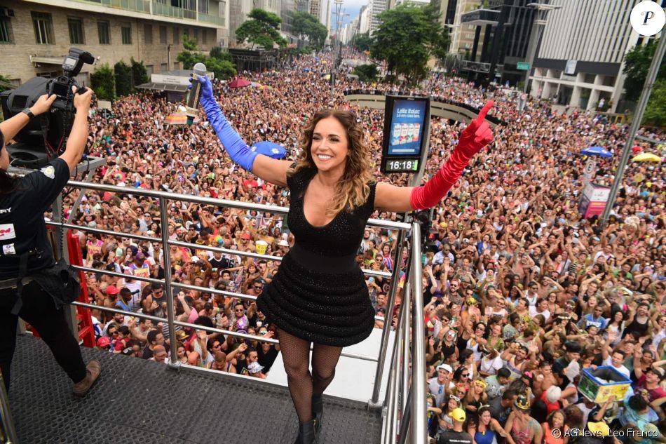 Daniela Mercury arrastou uma multidão neste domingo, 5 de março de 2017, pelas ruas de SP