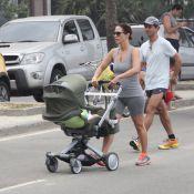 Guilhermina Guinle passeia com a filha, Minna, e o marido pela orla de Ipanema