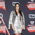 Demi Lovato apostou em um look todo metálico para o iHeartRadio Music Awards, que aconteceu na Califórnia, Estados Unidos, na noite deste domingo, 5 de março de 2017