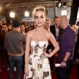 Katy Perry acabou cometendo uma gafe ao aparecer com os dentes sujos de quinoa no tapete vermelho do   iHeartRadio Music Awards, que aconteceu na Califórnia, Estados Unidos, na noite deste domingo, 5 de março de 2017