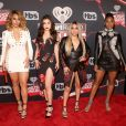As meninas do Fifth Harmony arrasaram com vestidos bem justinhos no iHeartRadio Music Awards, que aconteceu na Califórnia, Estados Unidos, na noite deste domingo, 5 de março de 2017