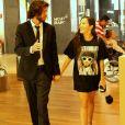 Mayla foi clicada de mãos dadas com empresário carioca em shopping do Rio mas negou namoro: 'Ele que pegou minha mão'