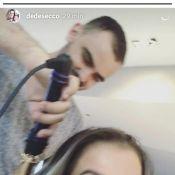 Deborah Secco filma filha, Maria Flor, tentando escovar o cabelo: 'Se arrumando'