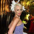 Mariana Ximenes veste Dior e compõe look com flor na cabeça em Baile pré-carnavalesco da Vogue