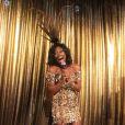 Glória Maria apresenta baile de gala da Vogue e se diverte em festa