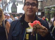Bem mais magro, André Marques come melancia e brinca: 'Novo hambúrguer'