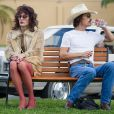 Matthew McConaughey ao lado de Jared Leto, que vive uma travesti no filme 'Clube de Compras Dallas'