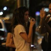 Alinne Moraes, musa de cervejaria, janta com Mariana Ximenes e bebe vinho