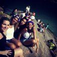 Bruna Marquezine foi com as amigas ao bloco Vem Ni Mim Que Eu Sou Facinha, no Arpoardor, Zona Sul do Rio de Janeiro, na sexta-feira, 28 de fevereiro de 2014