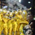 Mariana Rios se emociona em desfile da Mocidade