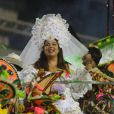 Fabiana Karla desfilou vestida de noiva pernambucana