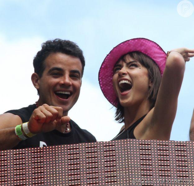 Maria Casadevall e Anderson Di Rizzi se divertem em show do Chiclete com Banana, em Salvador, em 4 de março de 2014