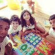 Márcio Garcia brinca com os três filhos Pedro, de 10 anos, Nina, de 8 anos, e Felipe, de 5