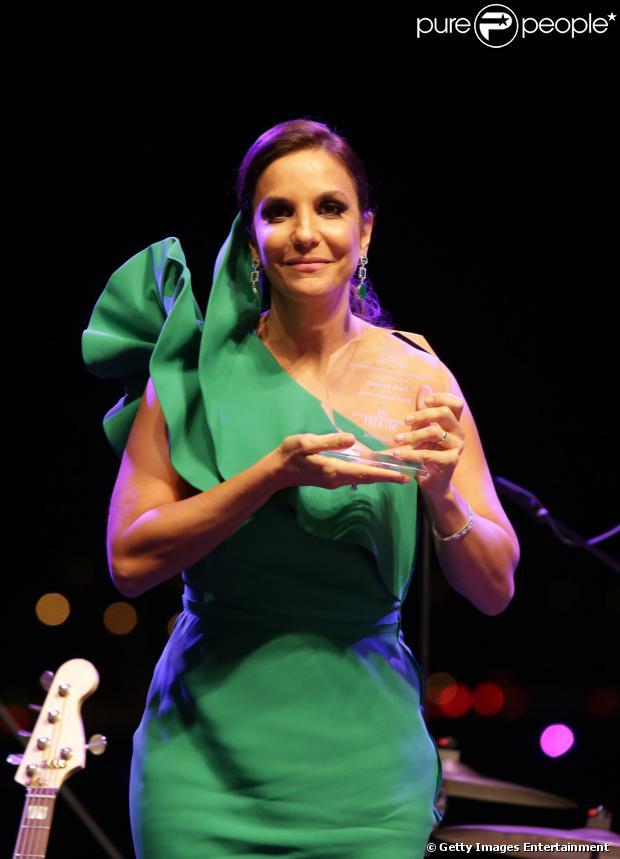 Ivete Sangalo foi homenageada pelo Brazil Foundation em um baile de gala em Miami, em 15 de março de 2013