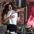 Clara (Giovanna Antonelli) e Marina (Tainá Müller) se abraçam em cena da novela 'Em Família'
