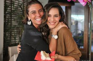 Giovanna Antonelli e Julia Lemmertz ganham festa surpresa de colegas de elenco