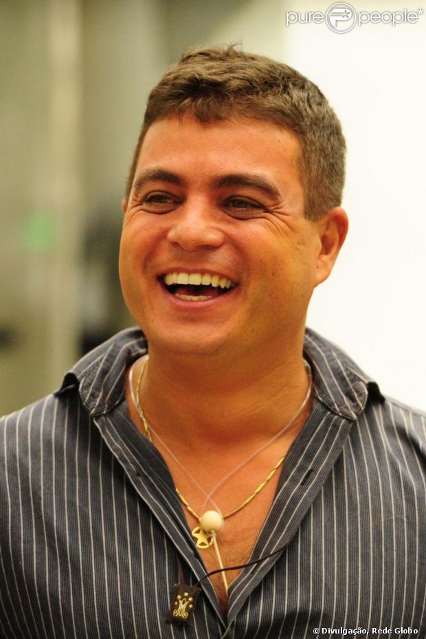 Dhomini revela maus tratos a cachorro e gera revolta em famosos, em 18 de janeiro de 2013