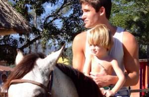 Jonatas Faro mostra foto de Guy, seu filho com Danielle Winits: 'O cara cresceu'