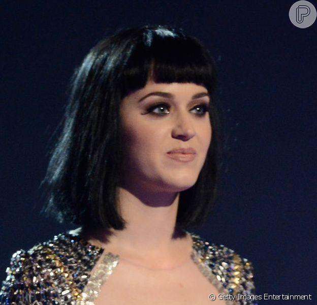 Katy Perry não fica nem um pouco feliz ao ver as coisas de John Mayer sendo levadas de seu apartamento