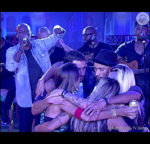 'BBB14': Thiaguinho canta para os confinados do reality show (26 de março de 2014)