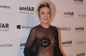 Ana Maria Braga usa look ousado e transparente em baile de gala da amfAR, em SP
