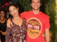 Giselle Itié, com braço imobilizado, vai a evento com o marido, em São Paulo