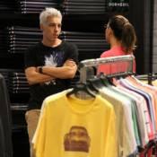 Di Ferrero, com novo visual, e Mariana Rios vão às compras, mas não levam nada