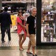Mariana Rios e Di Ferrero deixam loja de shopping do Rio