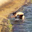 Após nadar, André Gonçalves voltou à pedra do Arpoador