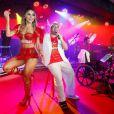 No Carnaval, Tiago Abravanel usou cadeira de rodas e teve o tornozelo imobilizado