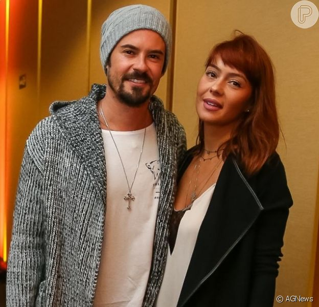 Paulo Vilhena está namorando a gerente de marketing Amanda Beraldi, de 35 anos, e afirma que os dois já conversam sobre filhos: 'Não adianta o meu relógio biológico gritar, pois não faço filho sozinho'