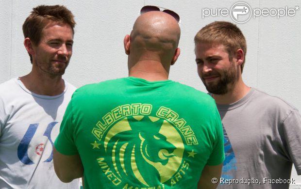 Vin Diesel posta primeira foto com irmãos de Paul Walker no set 'Velozes e Furiosos 7' 21 de abril de 2014