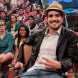 'Goste muito até', diz o ator Caio Castro sobre apreço pela leitura