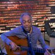 O cantor Gilberto Gil deu um show na nova redação-estúdio do 'Fantástico'