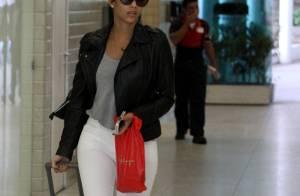 Famosos chamam a atenção também pelo estilo nos aeroportos; veja fotos!