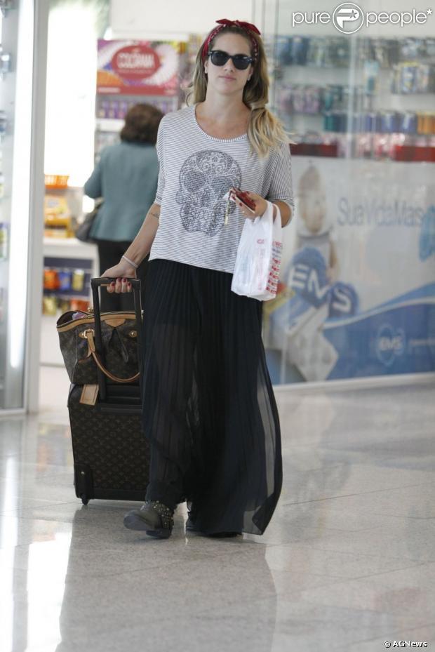 Bolsa De Mão No Avião : Giovanna ewbank foi fotografada no dia de agosto
