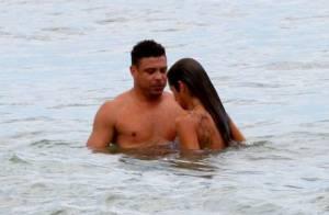 Ronaldo e Paula Morais, prima de Cleo Pires, trocam carinhos em praia do Rio