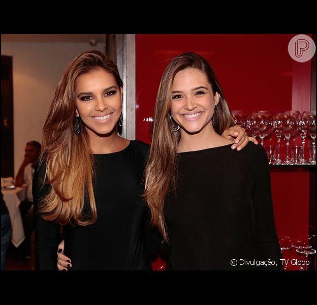 Mariana Rios e Juliana Paiva, protagonista da novela, estavam com looks parecidos