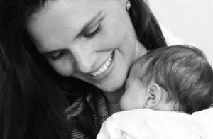 Daniella Sarahyba mostra fotos com Rafaella, sua filha recém-nascida
