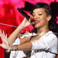 Rihanna se apresenta no Forum, em um dos últimos shows da turné '777', em 19 de novembro de 2012