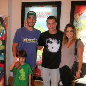 Thiago Rodrigues leva filho ao teatro e encontra Fernanda Vasconcellos